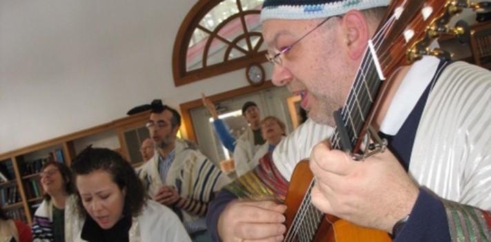 dlti-singing-guitar